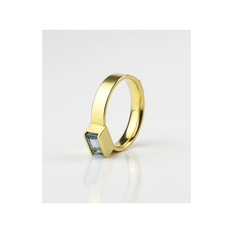 Michael Becker 09B - Ring - Yellow gold and aquamarine