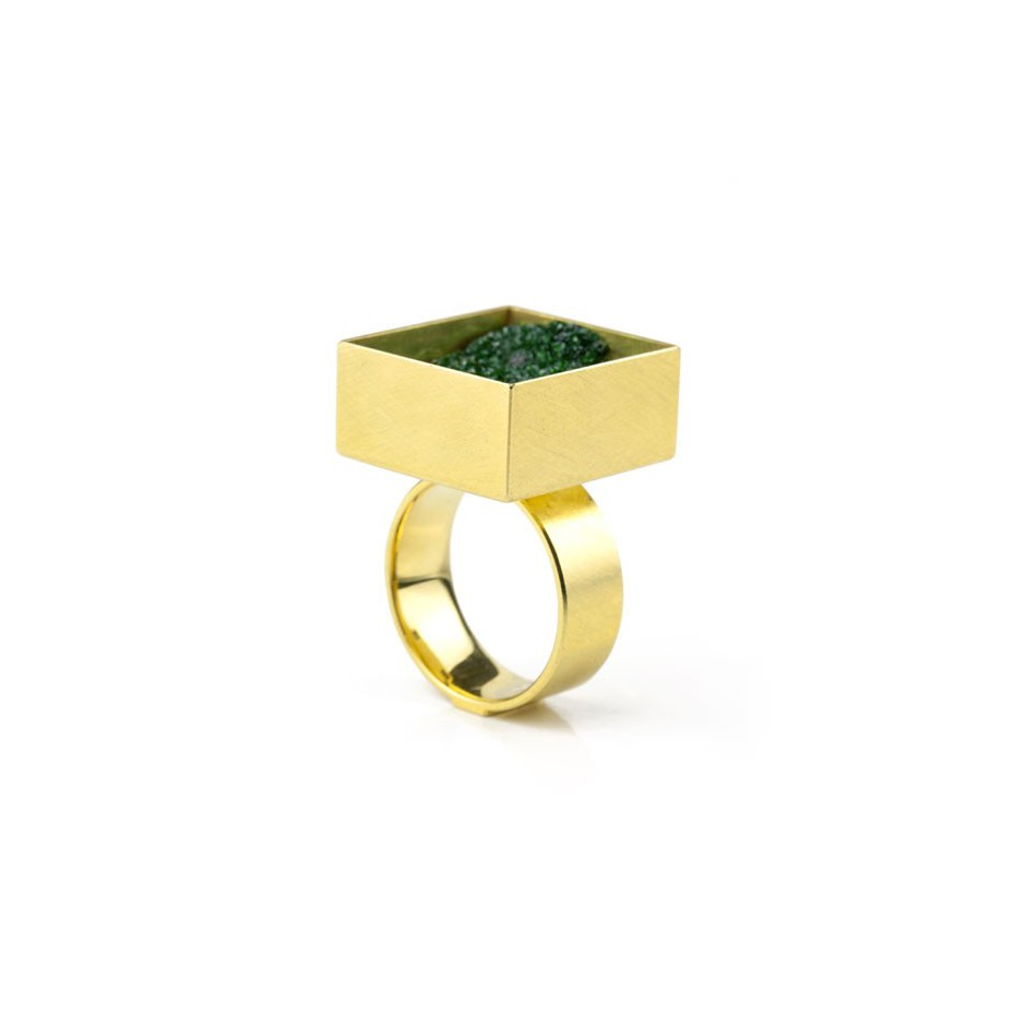 Michael Becker 04A - Ring - Yellow gold and uvarovite