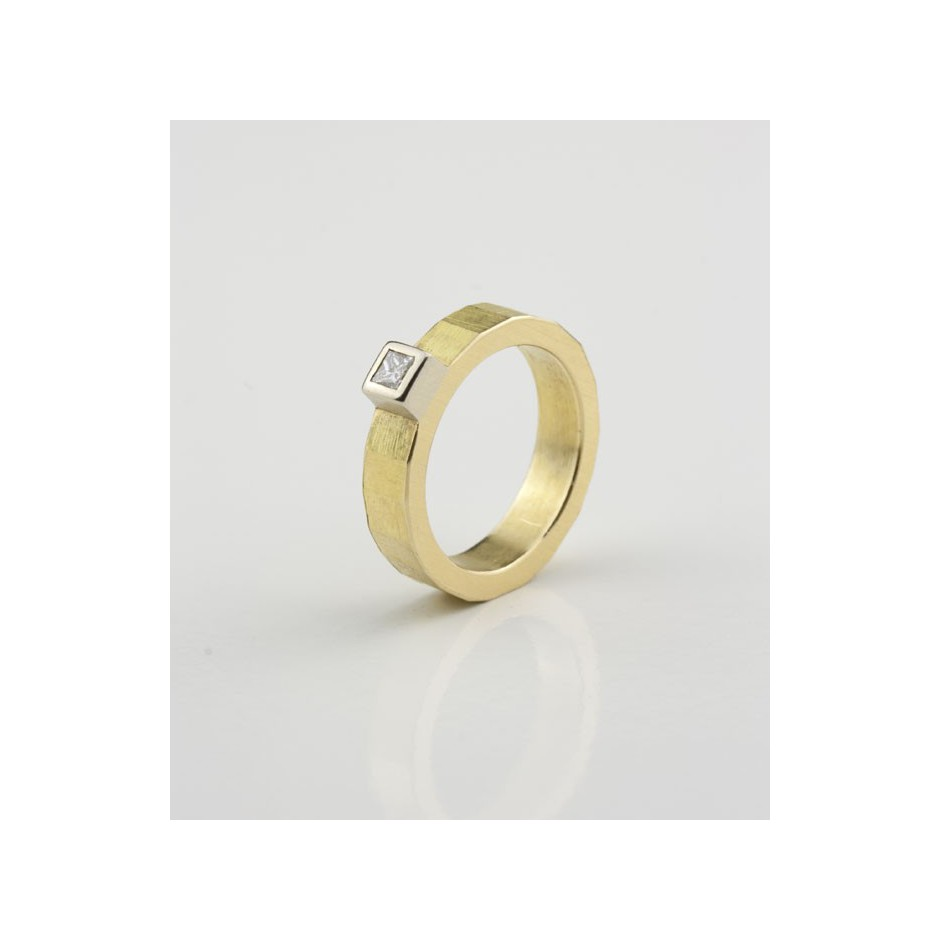 Josephine Wood 04D - Ring Gold and Diamond