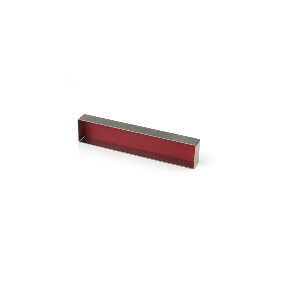 Carl Dau 02B - Limited edition – Brooch made of steel and red lacquer.