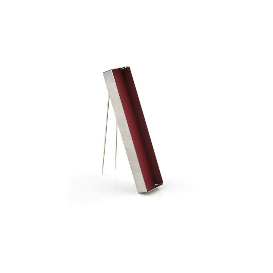 Carl Dau 02C - Limited edition – Brooch made of steel and red lacquer.