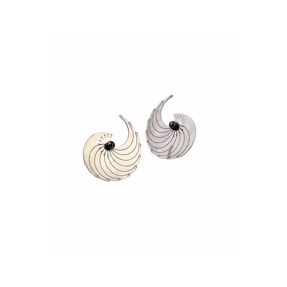 Chiara Scarpitti 15A - Phylogenesis - Sectio aurea - eggs - Earrings made of oxidized silver and steel.