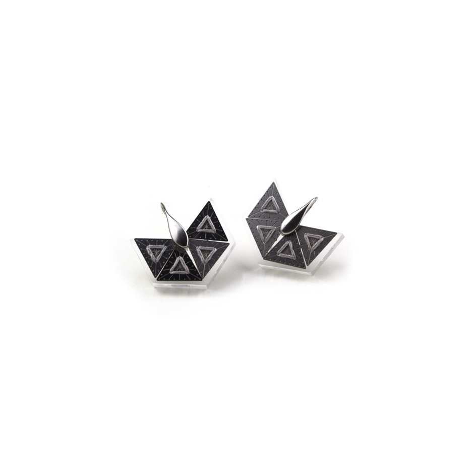 Chiara Scarpitti 17A - Phylogenesis - Tessellations - Earrings made of silver, steel, plexiglass and cotton thread.
