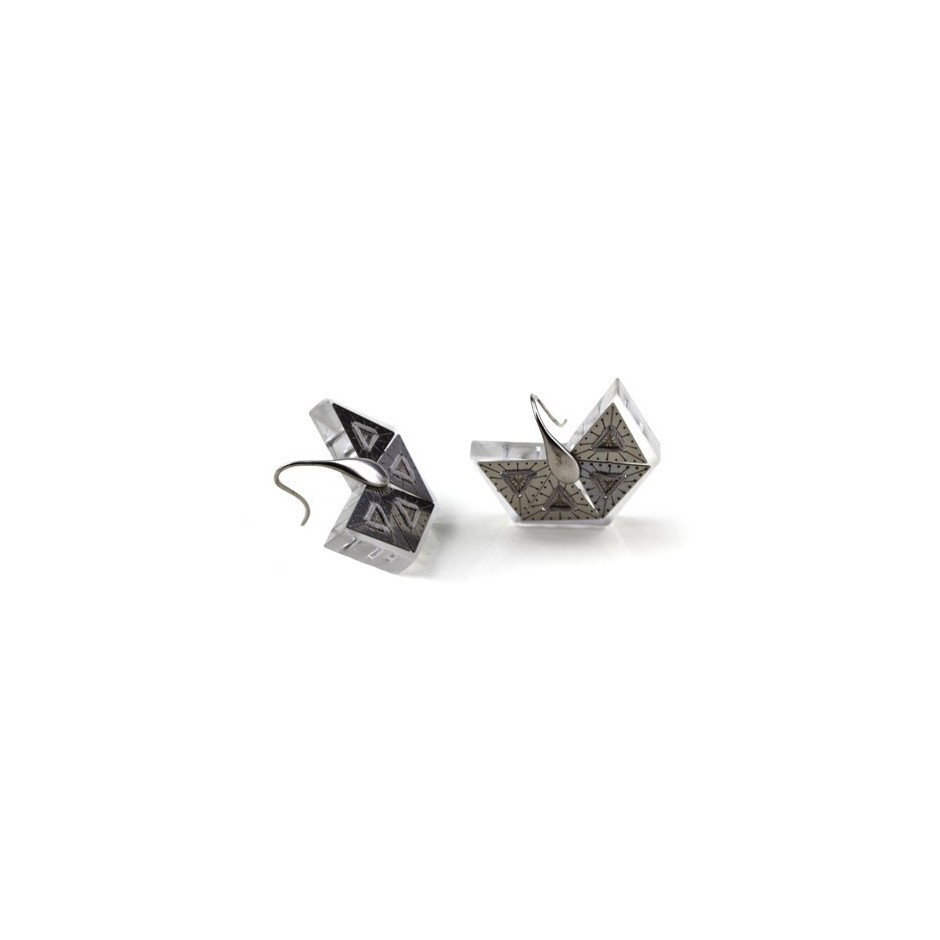 Chiara Scarpitti 17B - Phylogenesis - Tessellations - Earrings made of silver, steel, plexiglass and cotton thread.