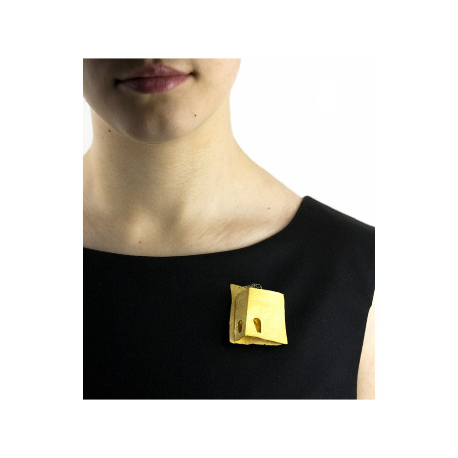 Adrean Bloomard 03E - Brooch - Unique piece - made of yellow gold and black enamel