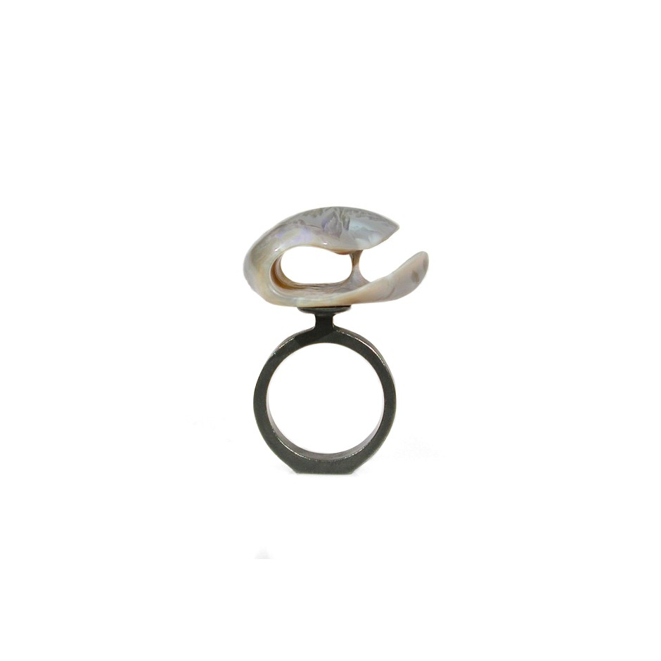 Spivach 08B - Unique piece - Sculpture ring made of oxidized silver and opal.