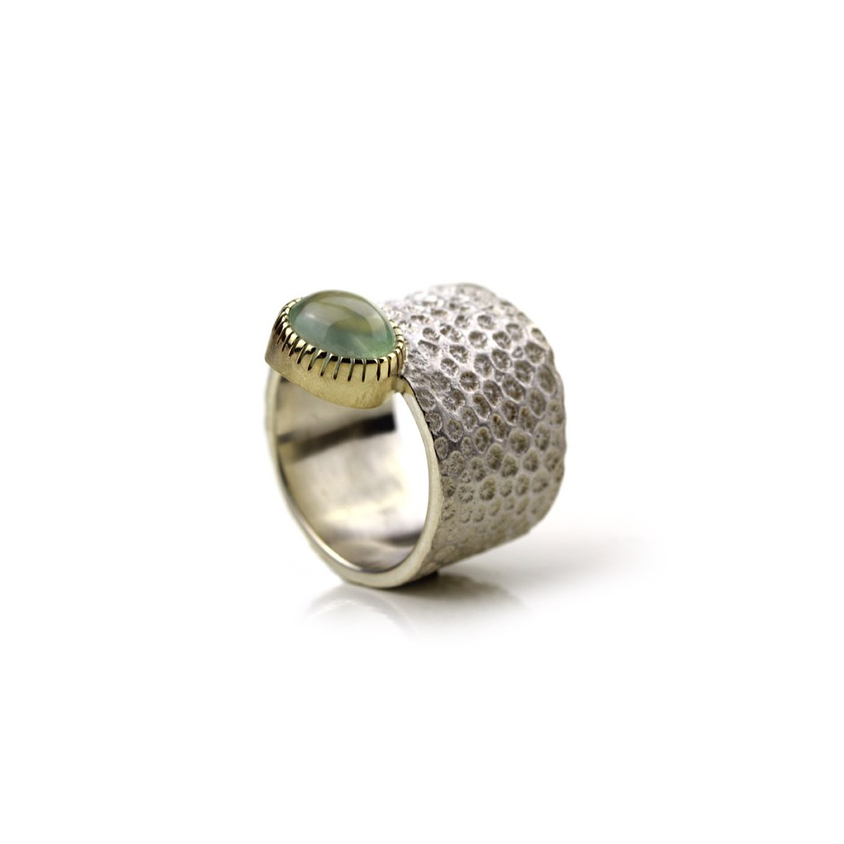 Margo Nelissen 17B - Unique piece - Curacao Memories - Ring made of silver, gold and prehnite cabochon