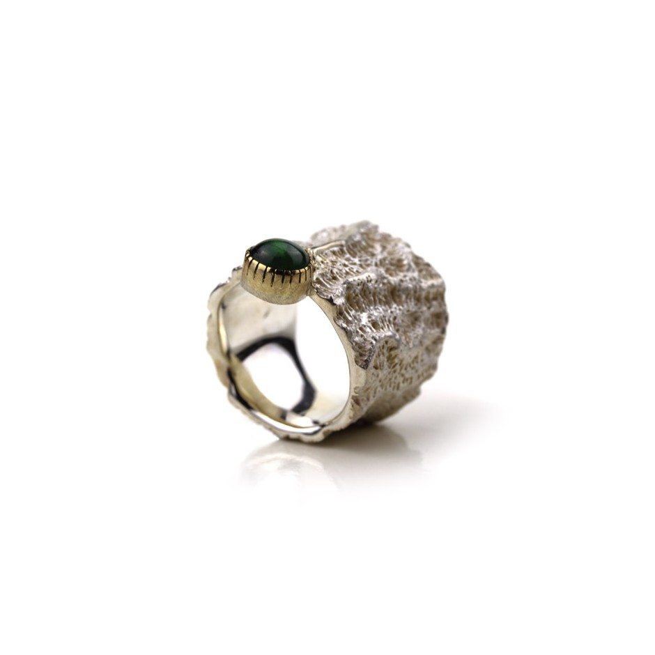 Margo Nelissen 18B - Unique Piece - Curacao Memories - Ring made of silver, gold and chrysoberyl cabochon