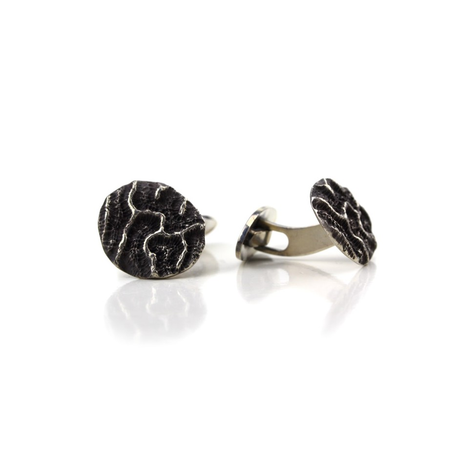 Margo Nelissen 23B - Unique piece - Cufflink made of silver and oxidized silver.