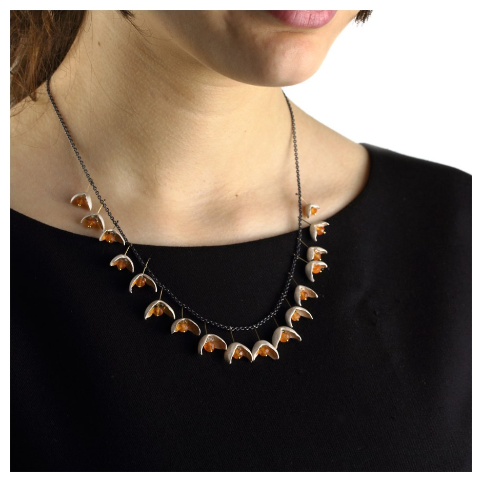 Margo Nelissen 25E - Limited edition - Necklace made of silver, oxidized silver, gold, carnelians and peridot.