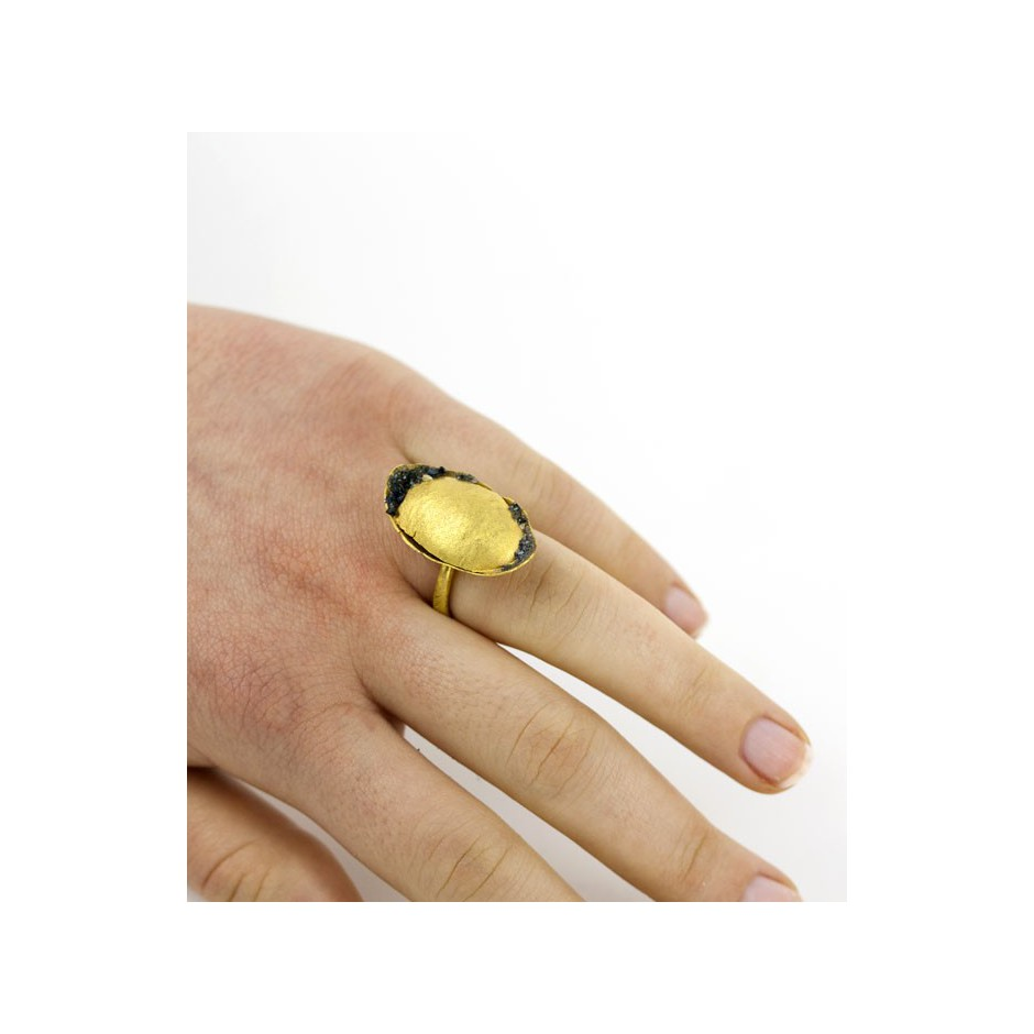 Adrean Bloomard 15E - Ring - Unique piece - Made of gold and crushed sapphires