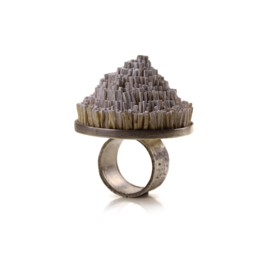 Ute Kolar 24A - Ring - Made of silver and painted maple wood