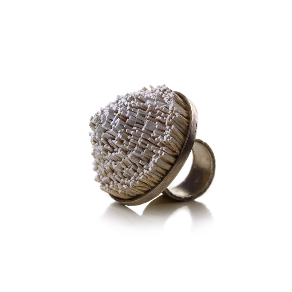 Ute Kolar 24D - Ring - Made of silver and painted maple wood