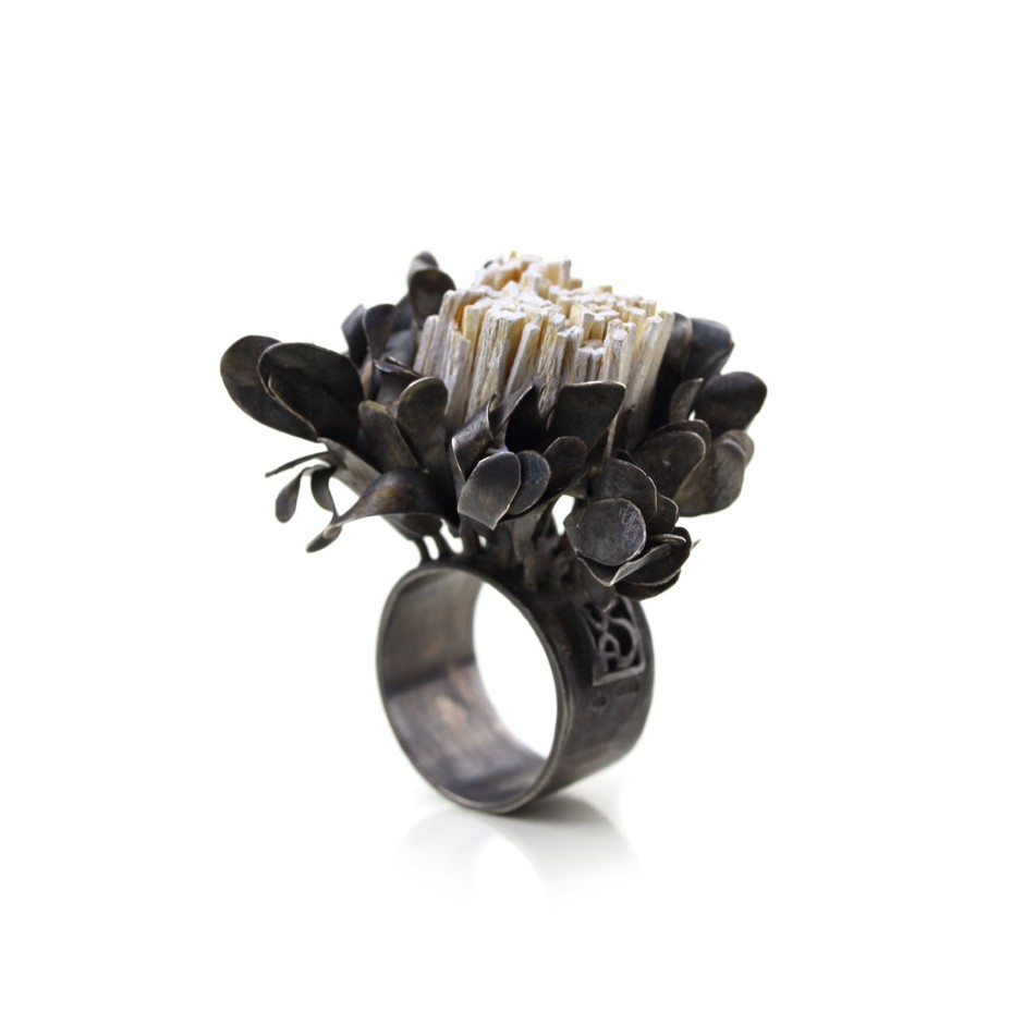 Ute Kolar 27A - Ring - Oxidized silver and white colored maple veneers