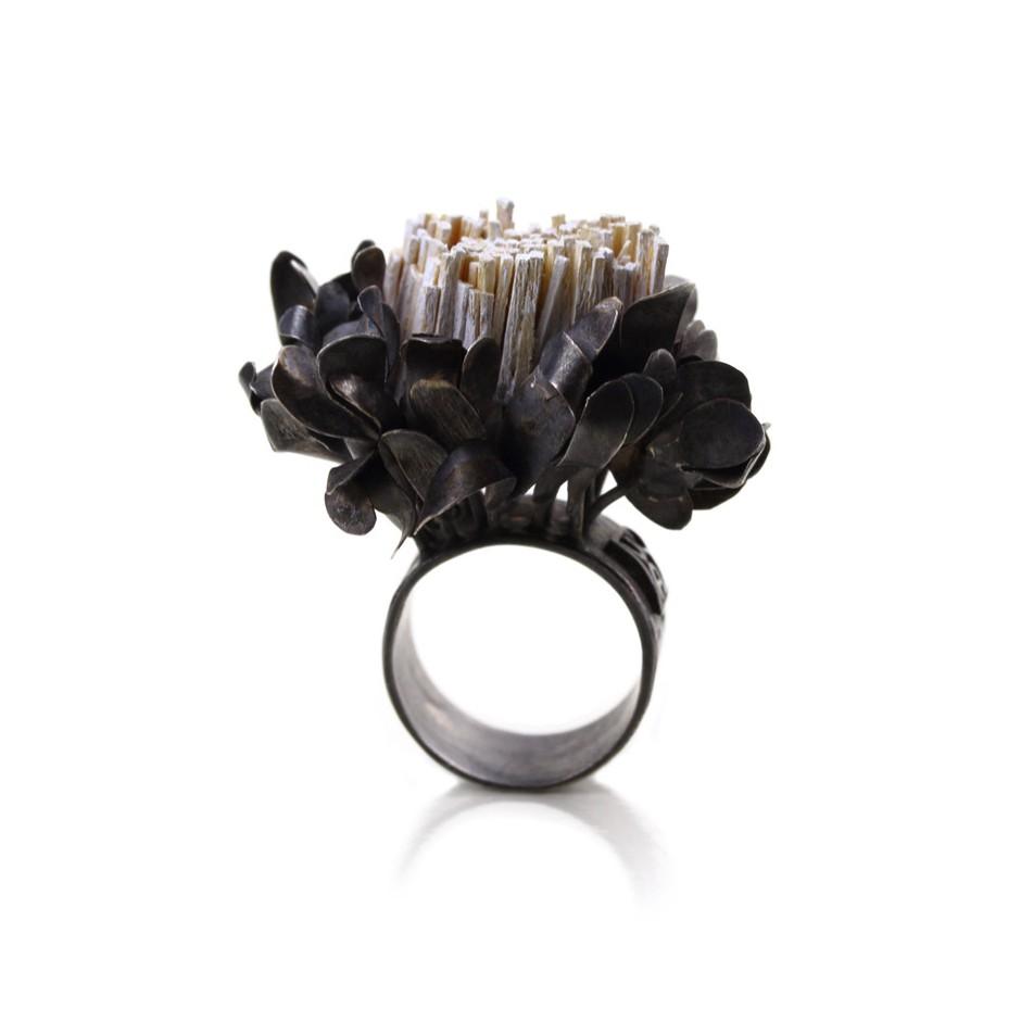 Ute Kolar 27B - Ring - Oxidized silver and white colored maple veneers