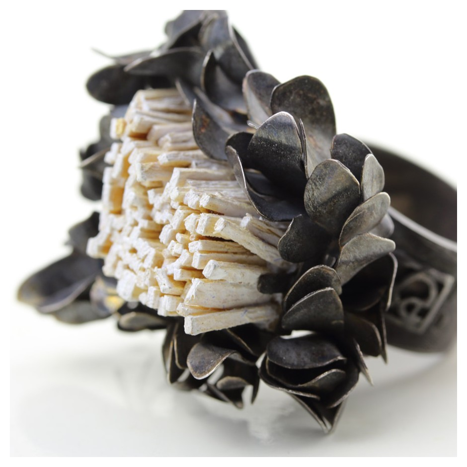 Ute Kolar 27D - Ring - Oxidized silver and white colored maple veneers