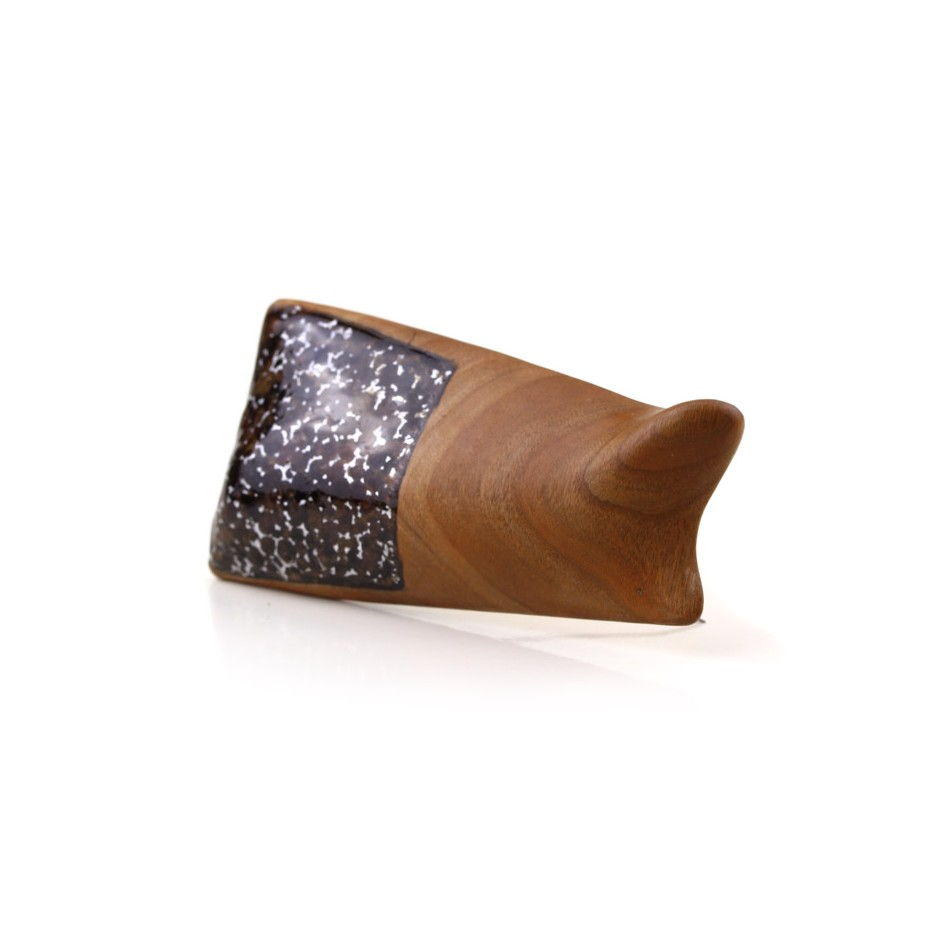 Francesca Antonello 04B - Brooch - Wood&skin III - Cherry wood, walnut wood, aluminium foam, silver, steel