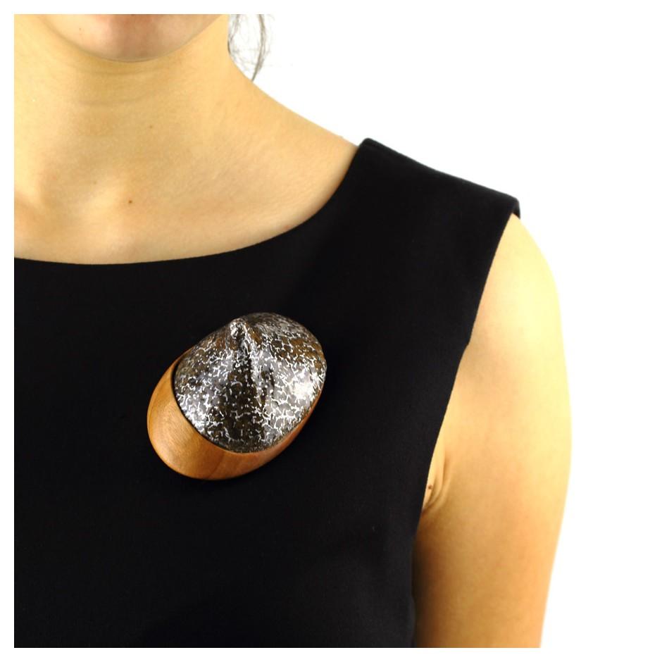 Francesca Antonello 06E - Brooch - Wood&skin IV - Douglas wood, walnut wood, aluminium foam, silver, steel.