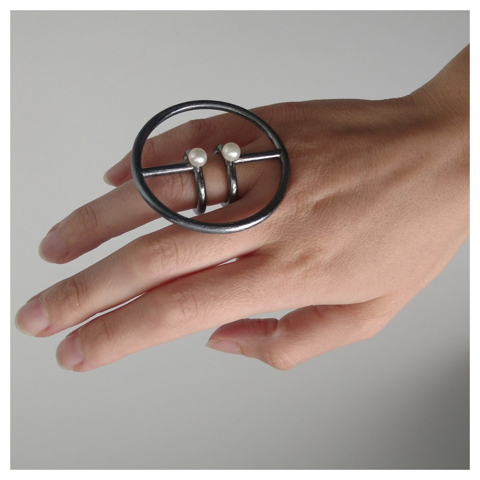 Laura Forte 05B - Ring - Circle Circle - Oxidized silver and pearls