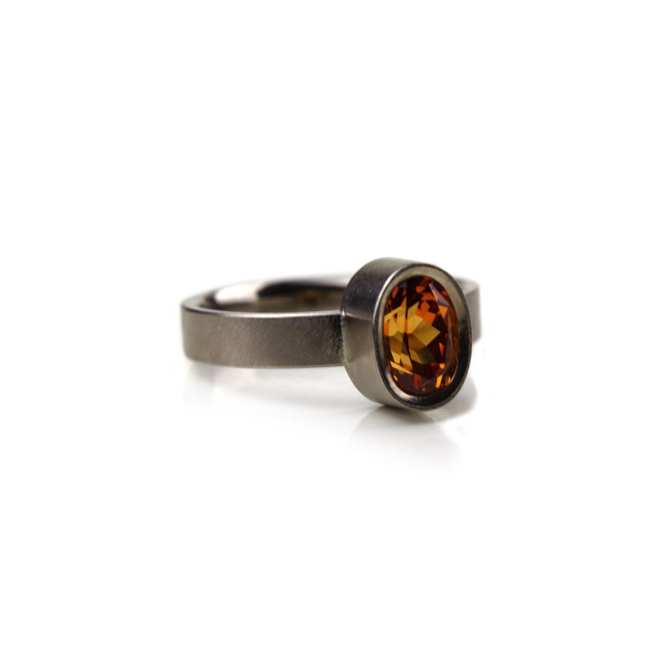 Michael Becker 15B - Ring - White gold and mandarin garnet
