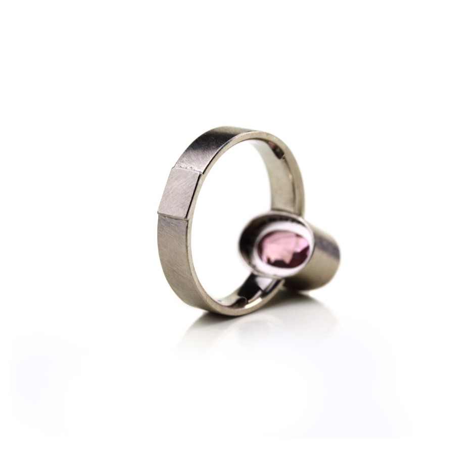 Michael Becker 16C - Ring - White gold and pink tourmaline
