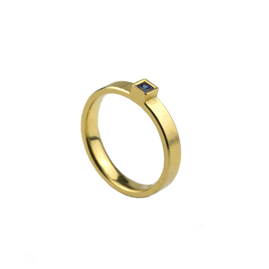 Michael Becker 11A - Ring - Yellow gold and sapphire