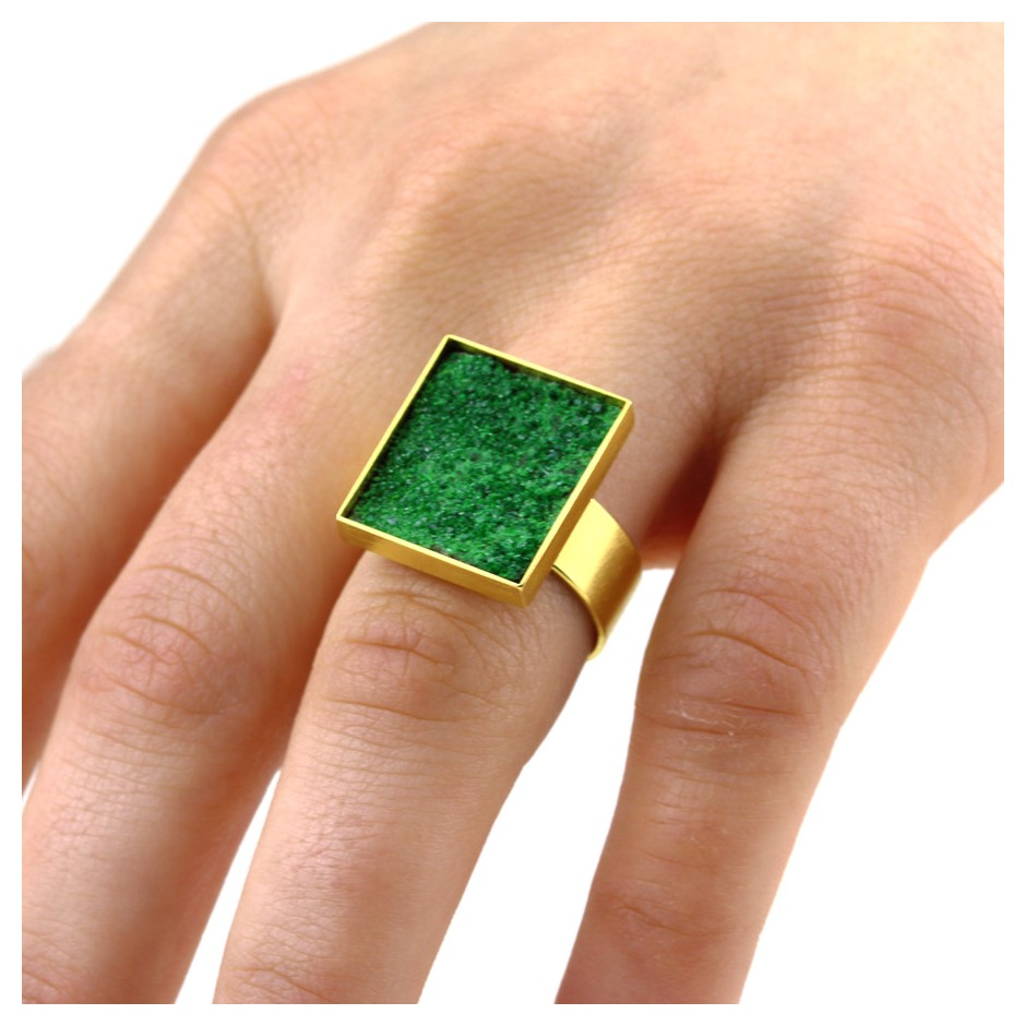 Michael Becker 12E - Ring - Yellow gold and uvarovite