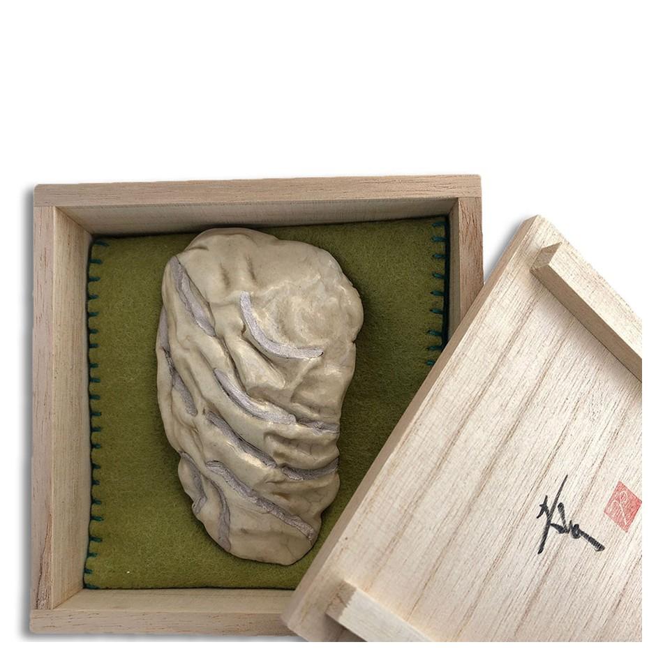 Yukiko Kakimoto 07C - Brooch - Clay, glaze, Urushi, pure silver powder, silver, stainless