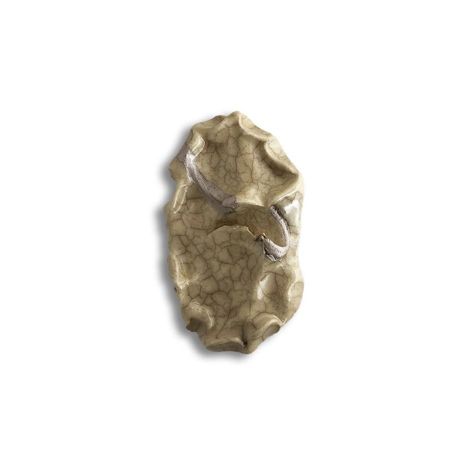 Yukiko Kakimoto 17A - Brooch - Clay, glaze, Urushi, pure gold powder, silver, stainless